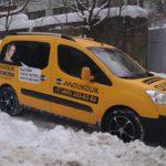 Оклейка авто под такси. Желтая виниловая пленка, полноцветная печать, плоттерная резка.